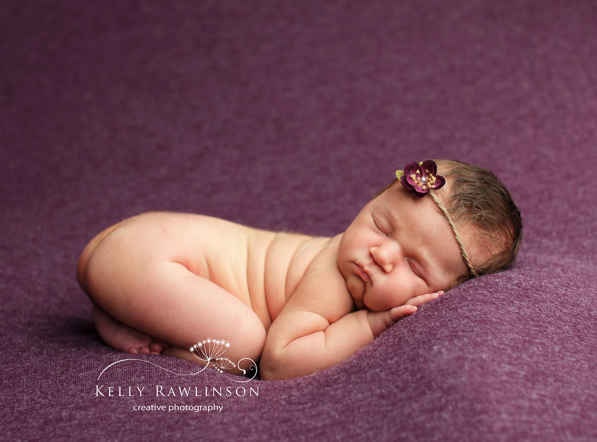 Quality newborn pictures will show your tiny newborn sleeping peacefully